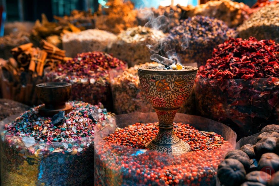 Dubai,,Deira Old,Market,Shop,With,Oriental,Spices,And,Incenses.